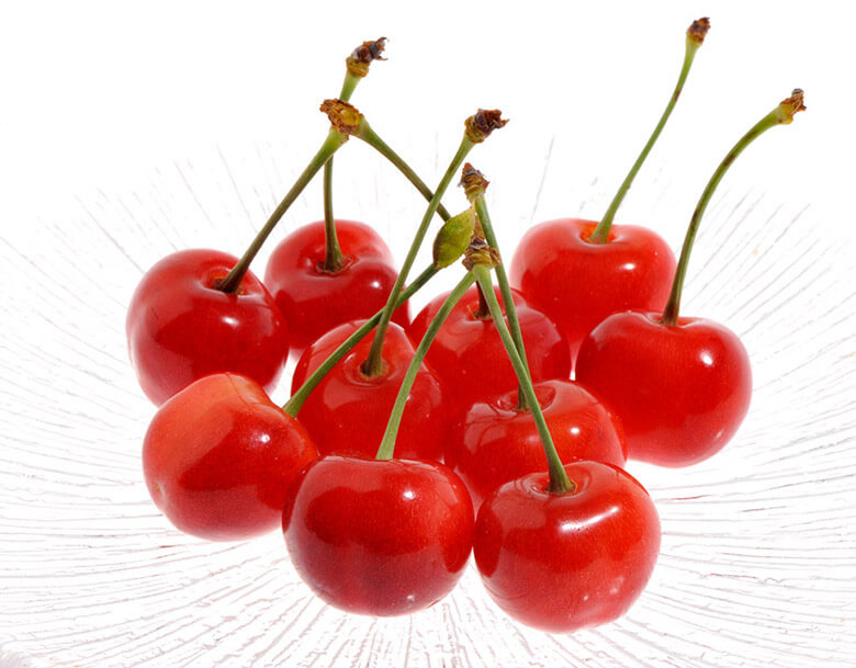 果皮の色が濃く果肉も赤い紅さやか