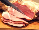 北海道産ブランド豚使用『骨付きスネハム』1本(2kg前後)工場直送 ※冷蔵