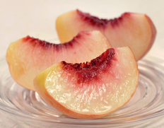 豊洲市場の桃