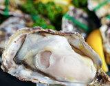 【賞味間近最短2021年10月】瀬戸内海産 『殻付き牡蠣』 生食用 小粒Sサイズ 6個入×2袋 (1個:55〜64g) ※冷凍